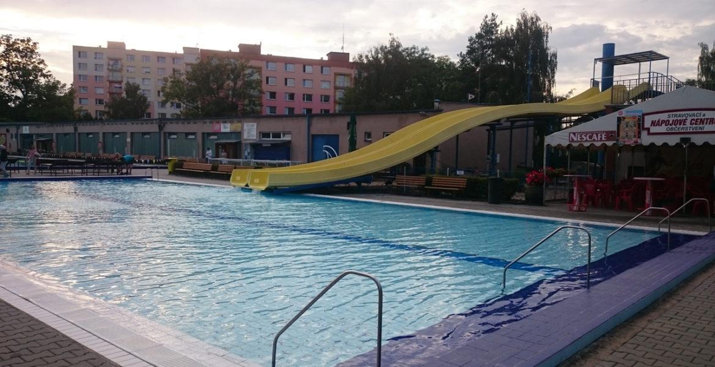 Plavecký areál